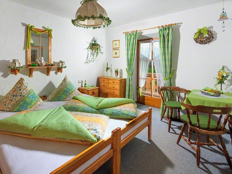 Zimmer Hochkalter mit Balkon.