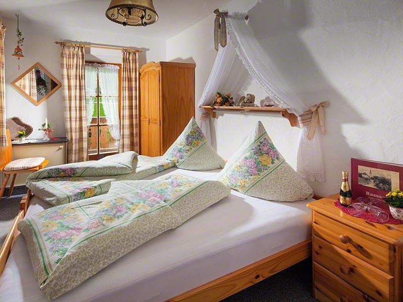 Zimmer Schwarzeck mit Balkon.