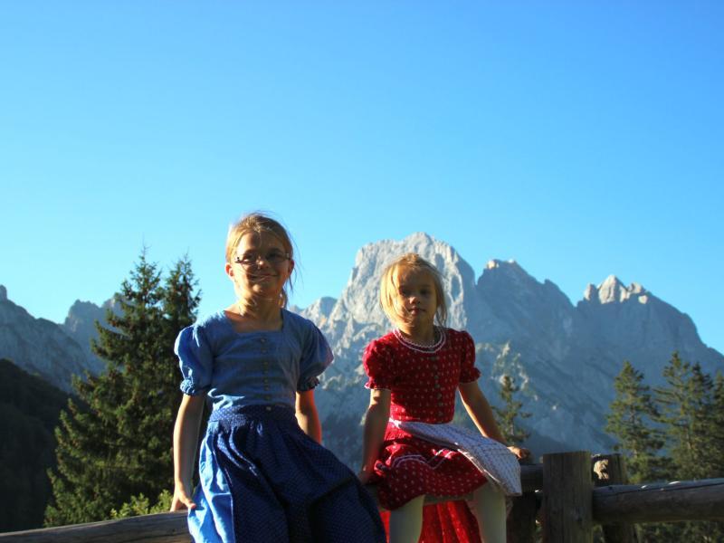 Kinder auf der Bindalm