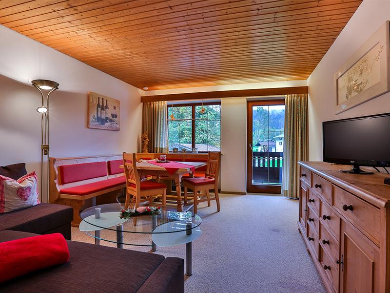 FeWo Almrausch - Wohnzimmer mit Schlafcouch
