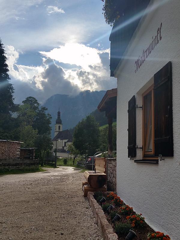 Hausansicht & Kirche St. Sebastian