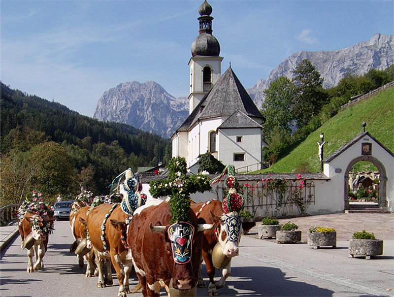 Almabtrieb - Kirche St. Sebastian